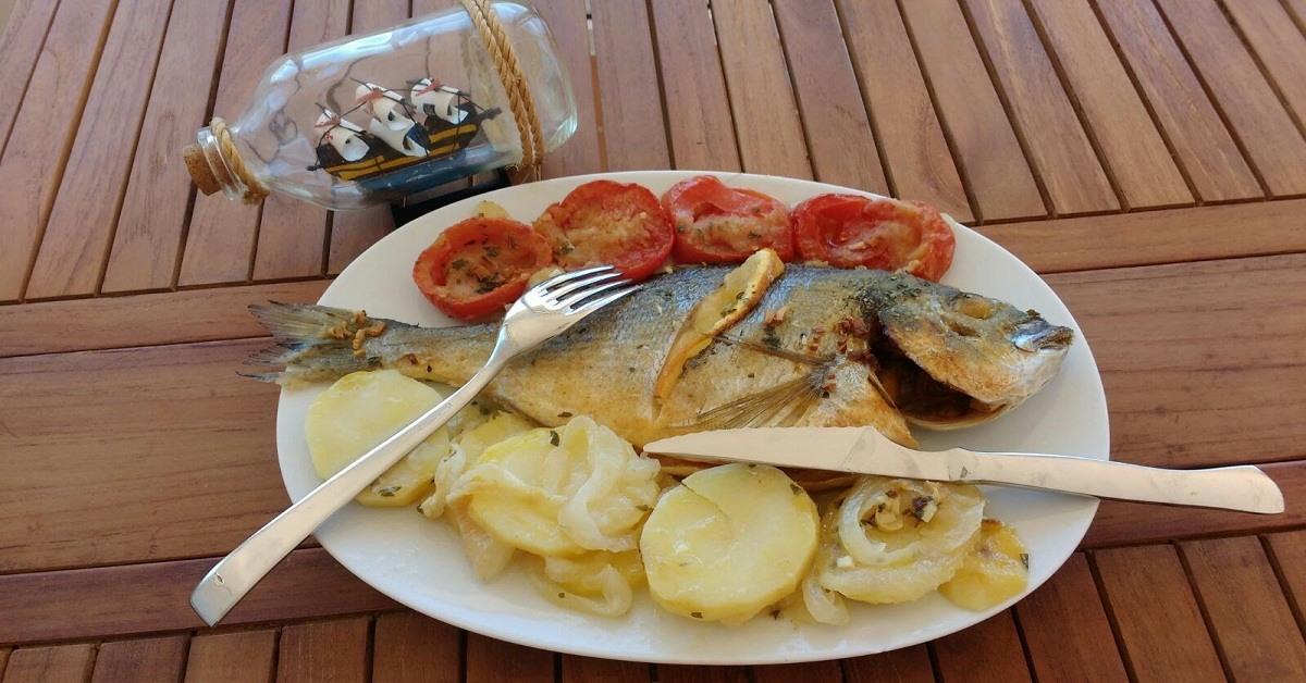 Dorada al horno la cocina de montse - Como cocinar pescado al horno ...